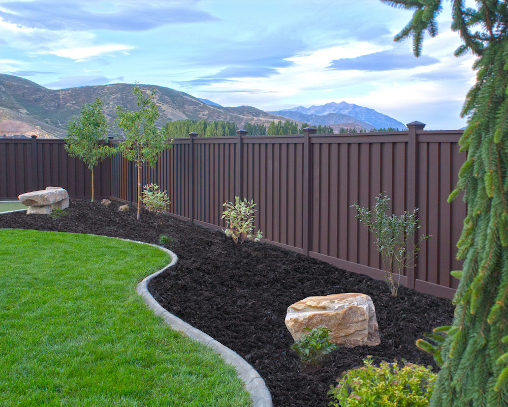trex-fencing-woodland-brown-color
